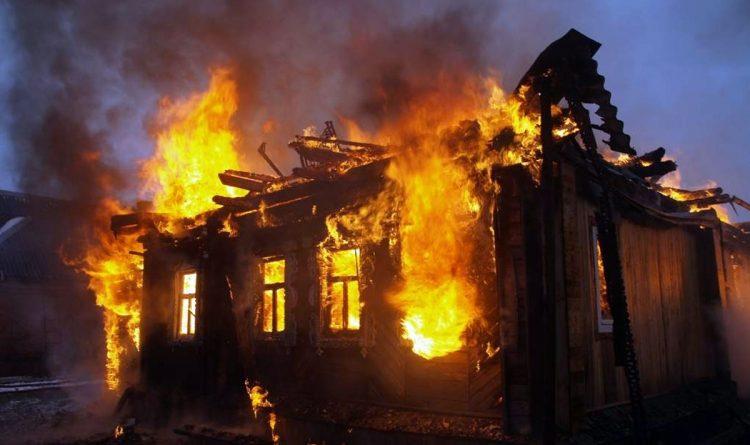 Bakıda bir-birinə yaxın yeddi ev yandı — VİDEO