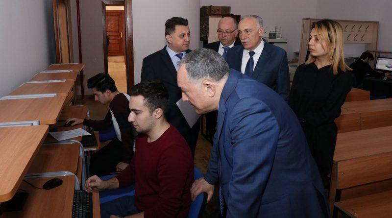AzTU-nun rektoru şifahi imtahan prosesini izlədi