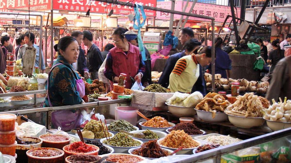 Çinin virus mənbəyi sayılan bazarından dəhşətli görüntülər - VİDEO/FOTO