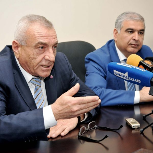 В Ереване ограбили машину замминистра