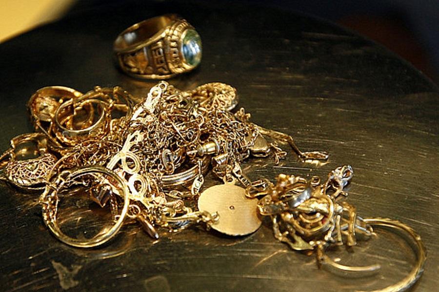 Bakıda evdən 63 minlik qızıl apardılar