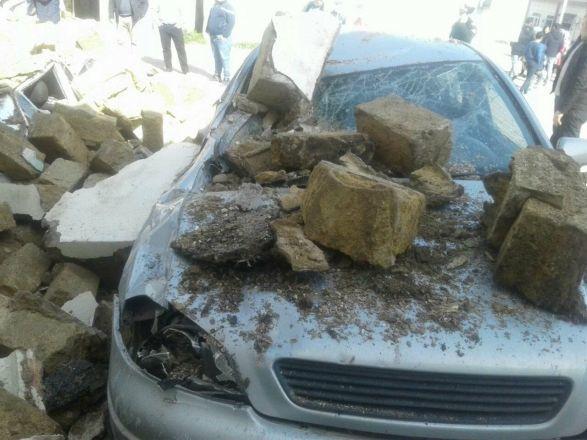 Bakıda bina uçdu, avtomobillər dağıntılar altında qaldı – VİDEO