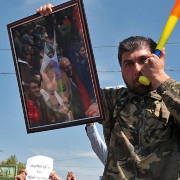 Hərbçilər də Sarkisyana qarşı üsyana qalxdı – CANLI