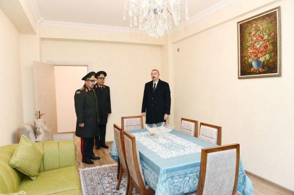 Prezident hərbçilərə mənzillərin verilməsi mərasimində – FOTO